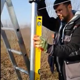 Montaj stalpi gard cu ajutorul unui batator stalpi